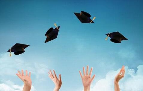 """论文查重率太高怎么改?""""啥时候开学啊?""""似乎这已经成为当代大学生每日一问。这届毕业生更惨,眼看着又要交论文了。"""